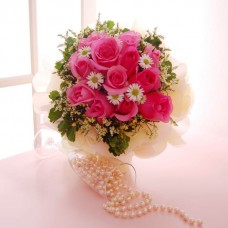 Hand Bouquet of 12 Stalks of Pink Roses and Daisies