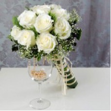Hand Bouquet of 12 Stalks of White Roses