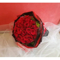 Hand Bouquet of 50 Stalks of Valentine Day Red Roses