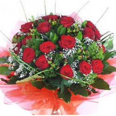 Hand Bouquet of 12 Stalks of Valentine Day Red Roses